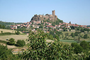 The city of Le Puy, France, from a distance.